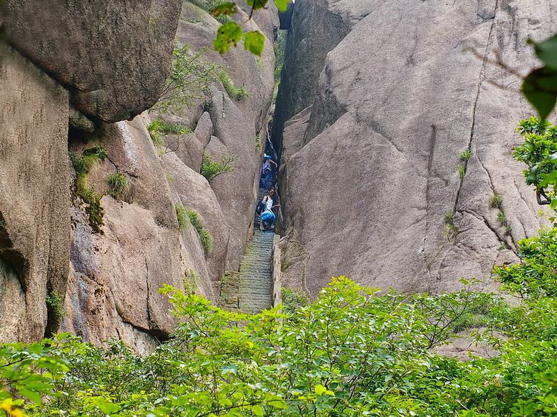 Narrow Cliff (Yi Xian Tian) in Mount Huangshan