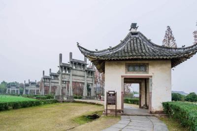 Tangyue Memorial Archways